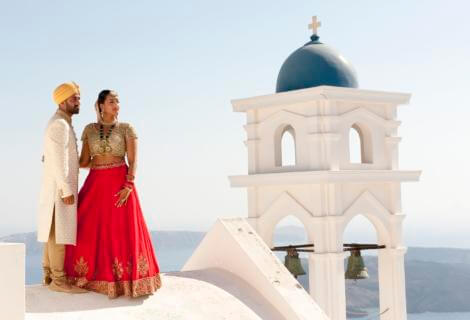 An impressive honeymoon photo session in Athens, Greece