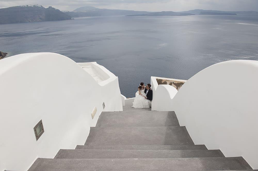 bride and groom at their wedding photo shooting at Santorini