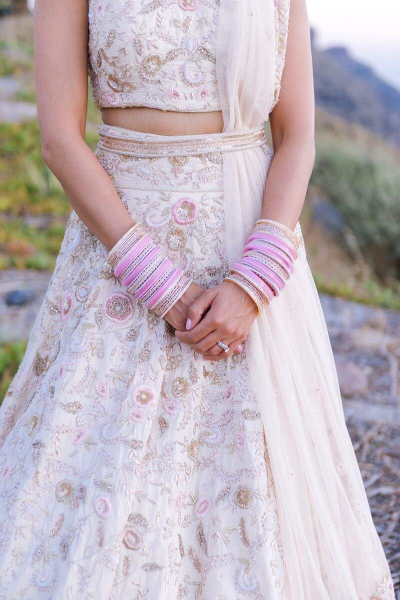 indian bride posing at Santrorini